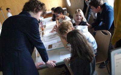FOTO: Žáci základních škol a gymnázií v Hradci Králové se stali diplomaty